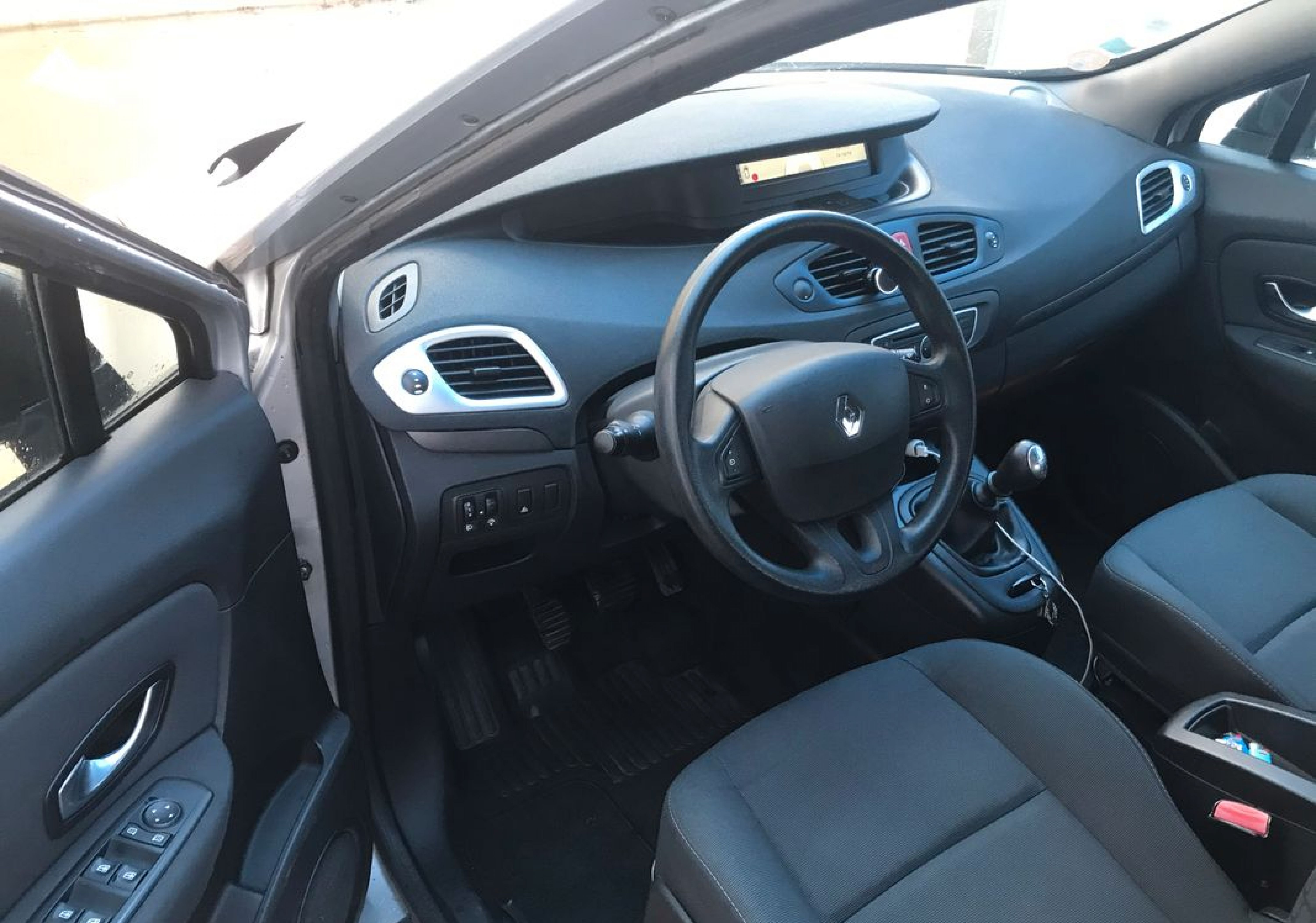 Renault scenic lll 1l5 dci - Photo 3