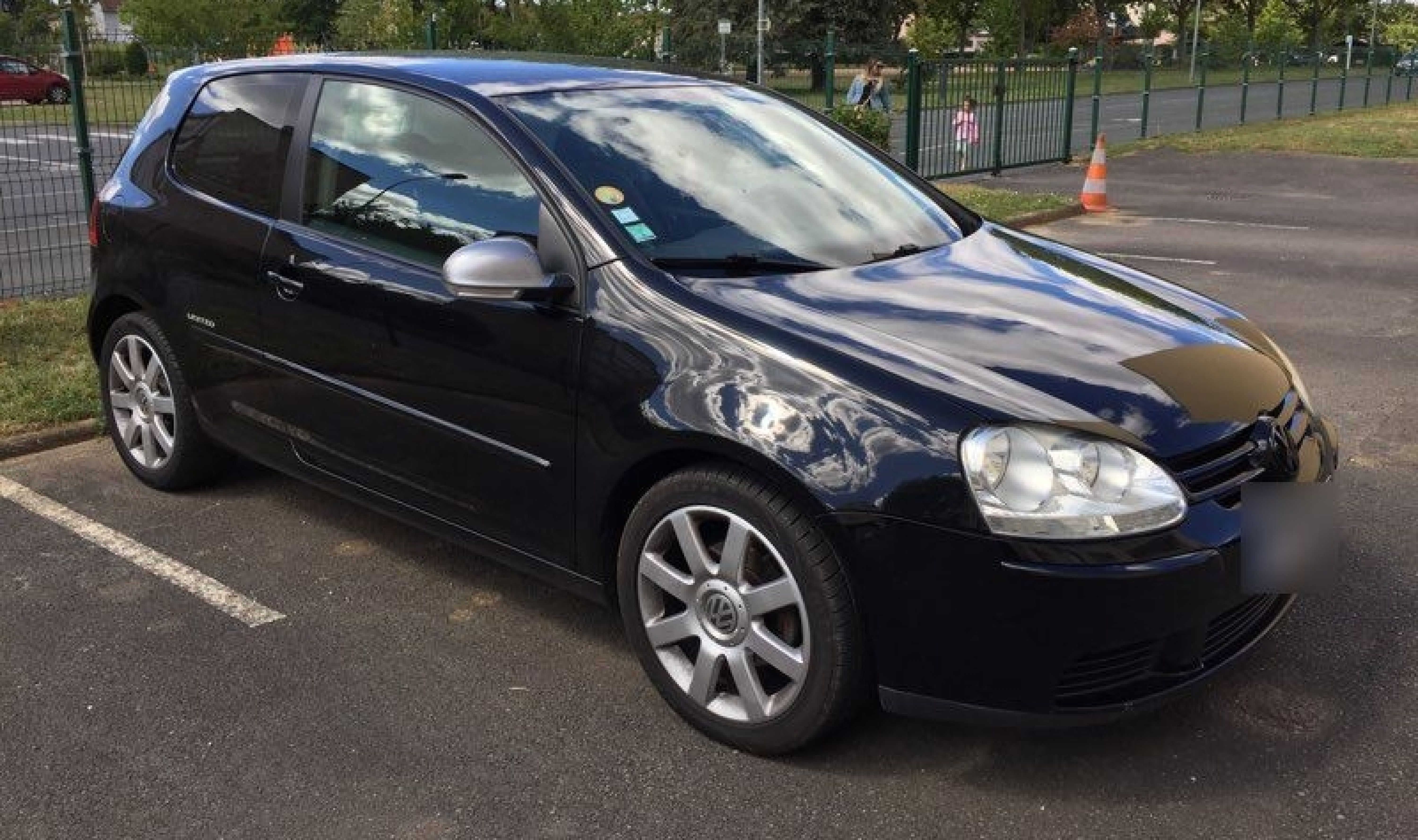 Golf v 1.9 tdi  - Photo 1